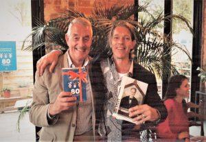 Schrijver Diederik Samwel (r)met Gildegids Dick Blokker (l).